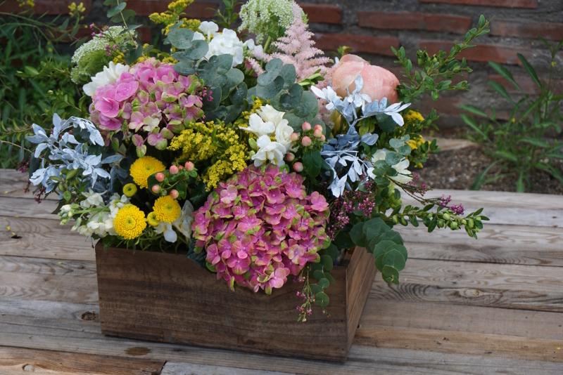 centros de flores naturales para pedida con peonias