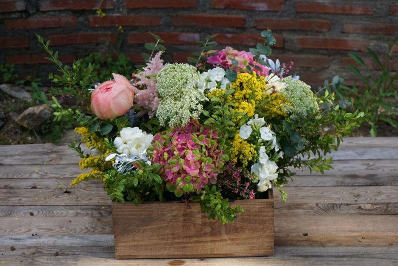 centros de flores naturales para pedida con peonas rosas austin hortensias y flores silvestres