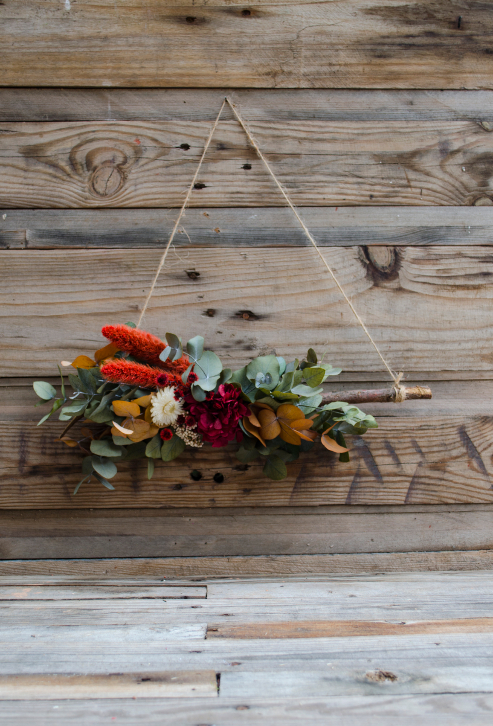 Colgante navideño con flores preservadas