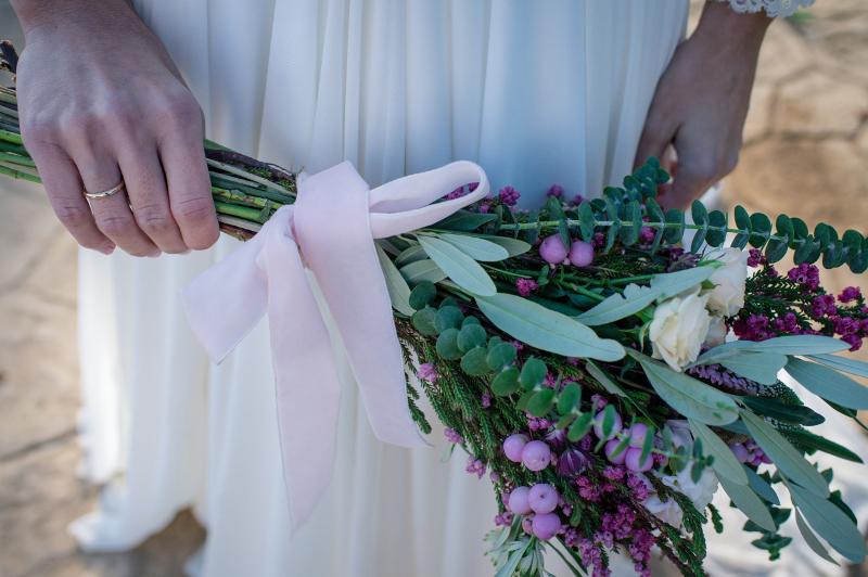 """Ramo de novia con flores """"como recien cogidas del campo"""""""