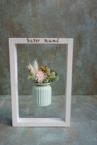 Columpio con flores preservadas