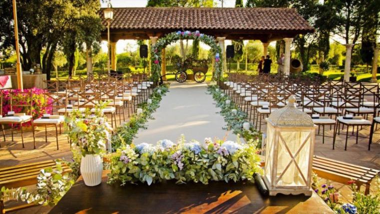 Decoraciones de bodas archivos flores en el columpio for Arreglos para boda civil
