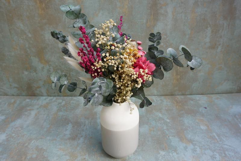 "Jarrón de cerámica con base de eucalipto y flores preservadas ""Mi mamá me mima"""