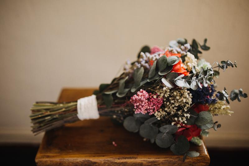Ramo y corona de flores preservadas
