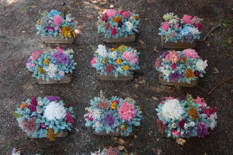 Centro de flores archivos flores en el columpio - Centros de mesa con pinas secas ...