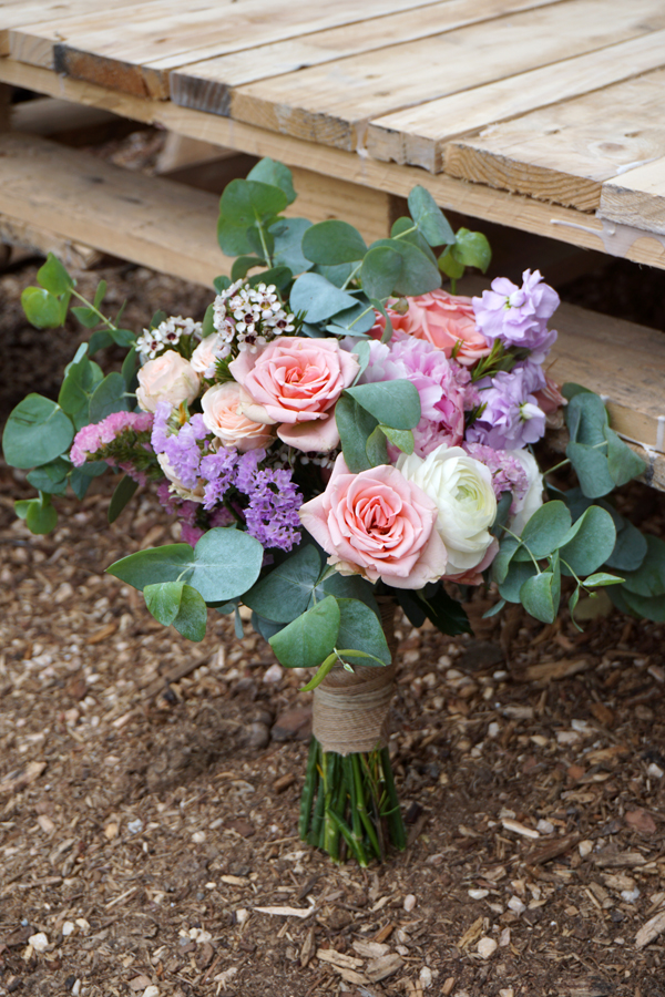 Ramo de novia con eucalipto rosas flores en el columpio - Fotos de ramos de flores preciosas ...