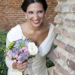Elena con su ramo de novia