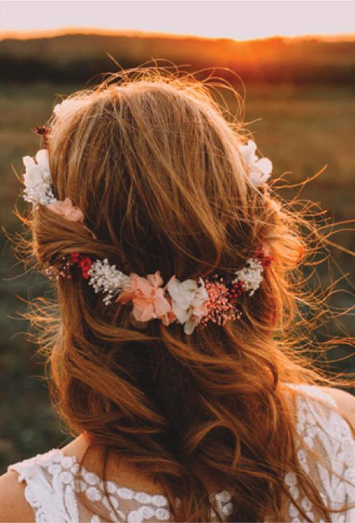 Corona de flores y tocados