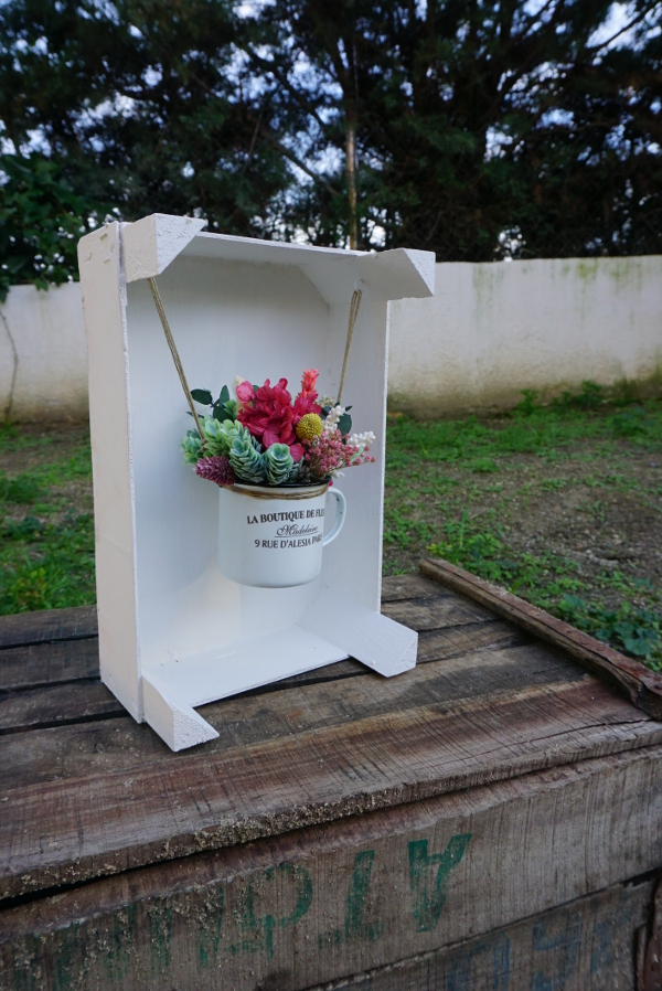 La boutique de flores en una caja de frutas