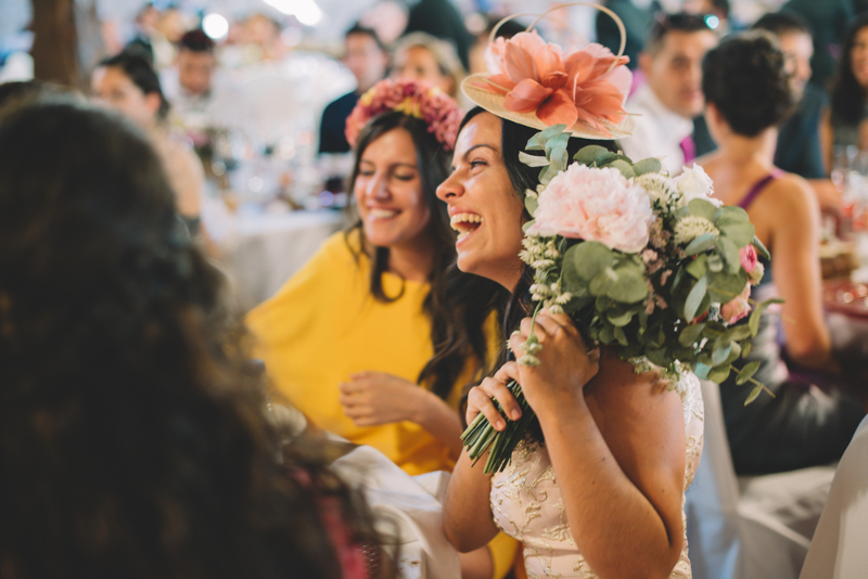 Ramo de novia con eucalipto, peonias y rosas ramificadas