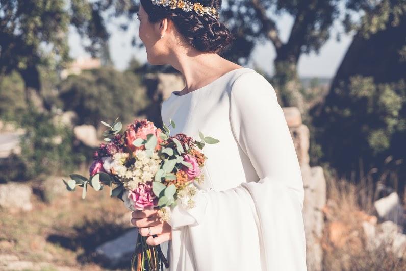 Ramo con hortensias, claveles y proteas