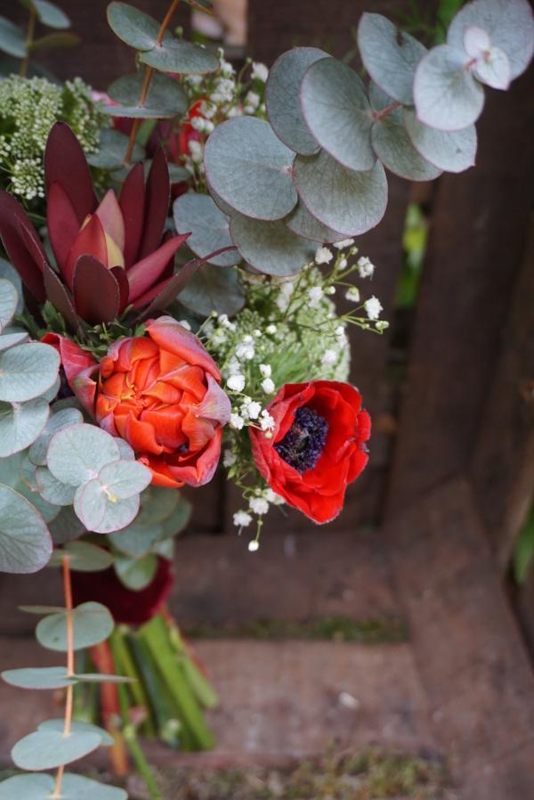 Ramo con tulipanes y anémonas