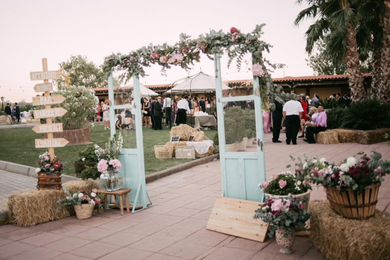 decoración floral para bodas | flores en el columpio