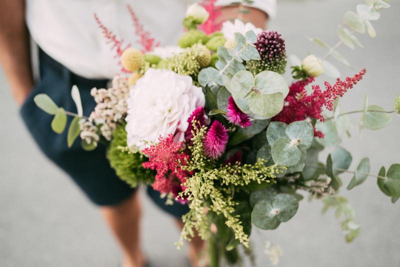 Ramo de flores naturales, regalo en la fiesta