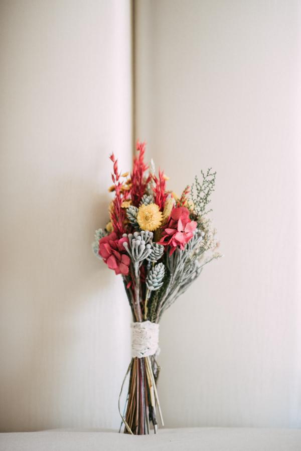 Ramo de flores preservadas sencillo y natural
