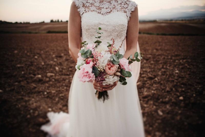 Ramo de novia con mezcla de flores preservadas y flores - Ramos de calas para novias ...