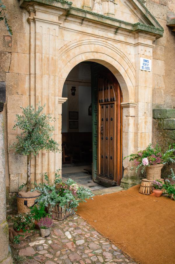 decoracion de iglesia para bodas sencillas