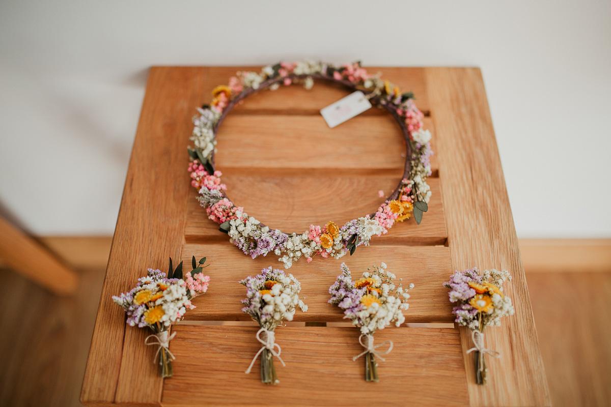 Ramo de novia de flores naturales sencillo y silvestre