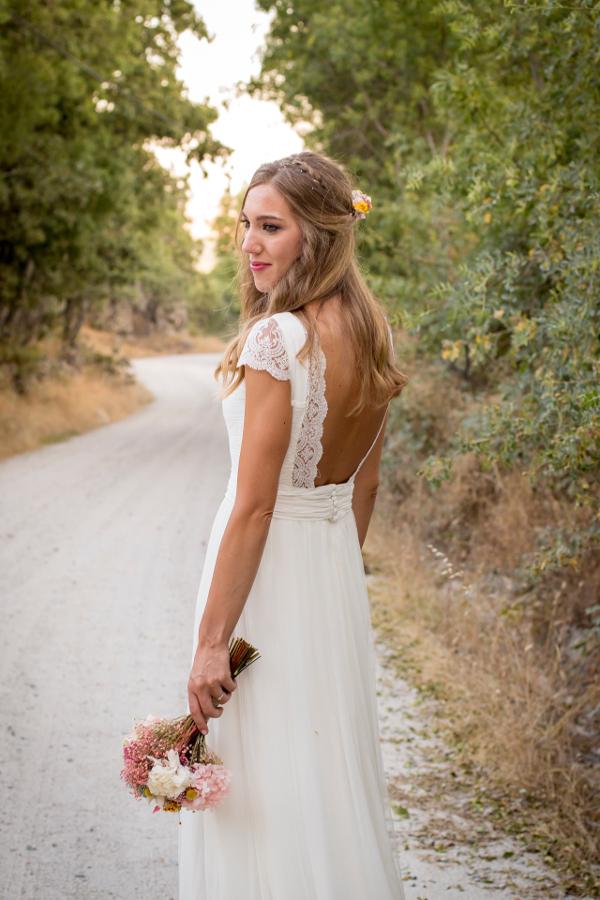 Ramo y tocado de novia con flores preservadas