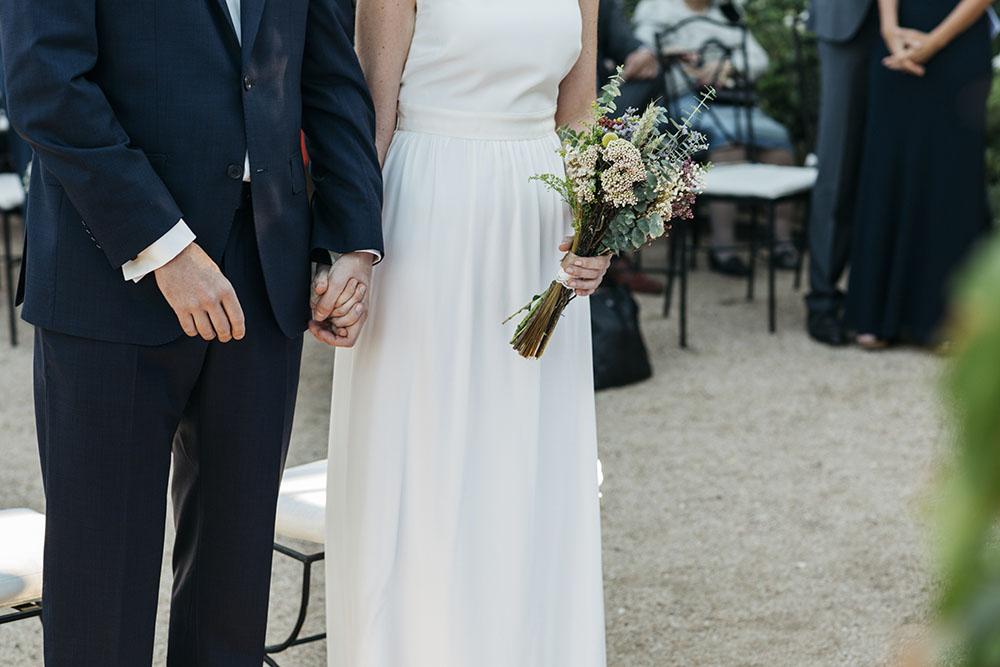 Ramo de novia sencillo con una hortensia blanca, eucalipto, flor de arroz y glixia