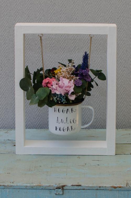 Columpio de flores deshidratadas con taza personalizada