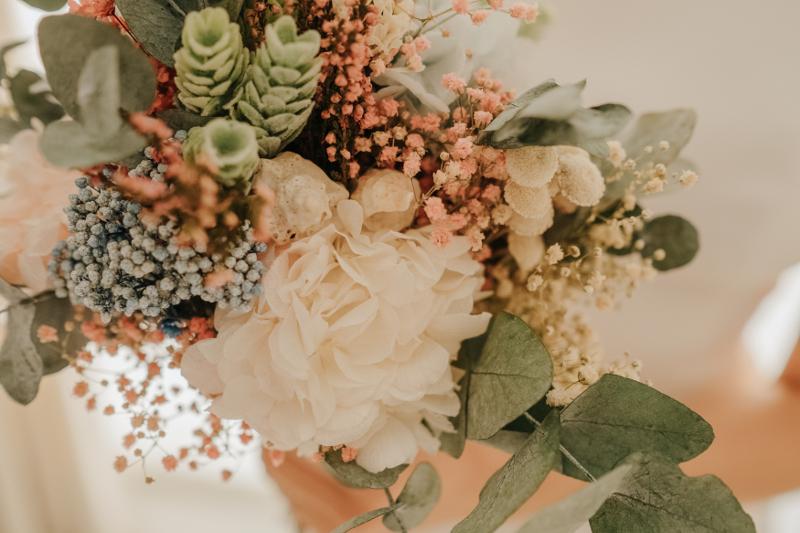 Ramo marino de flores preservadas con eucalipto