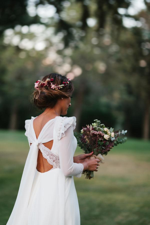 ramo y corona para una novia delicada | flores en el columpio