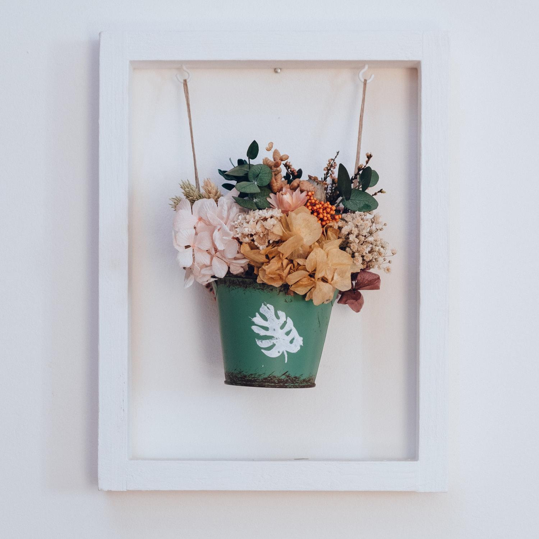 Centro de flores preservadas en recipiente metálico II - Flores en ...