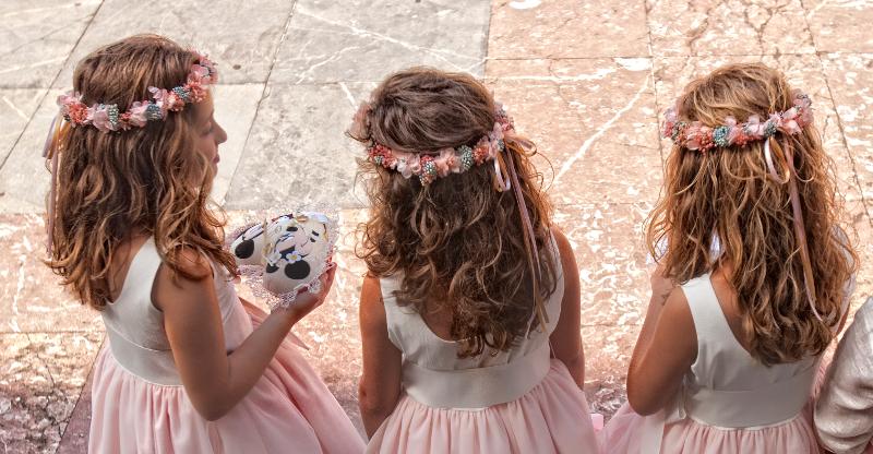 Coronas y tocados de flores para nias Flores en el Columpio