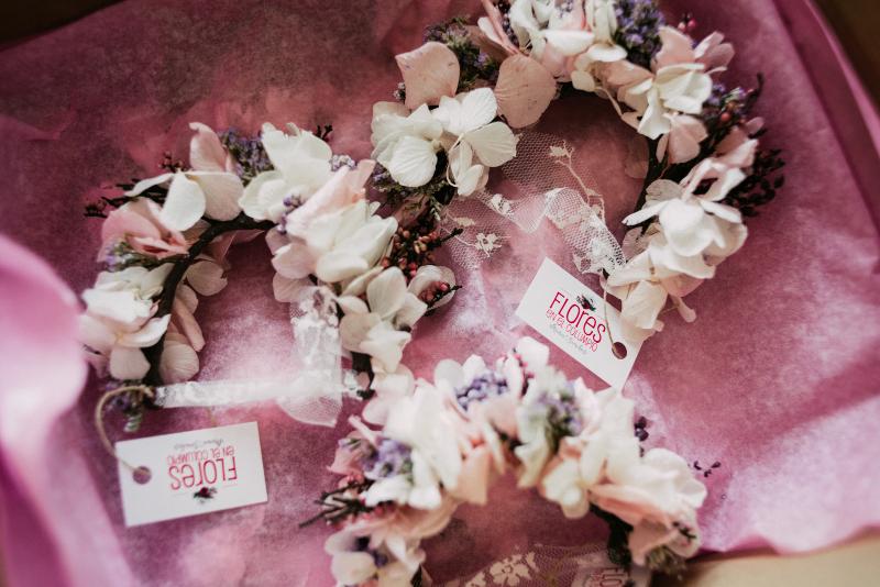 Pulseras de flores preservadas para la amiga de la novia