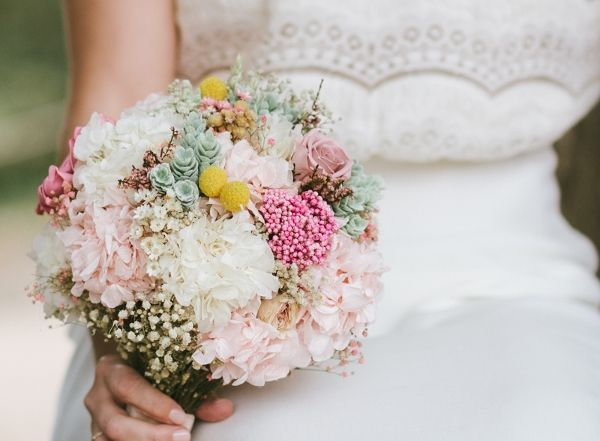 Ramo tipo bouquet con pulseras de flores preservadas