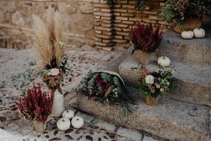 Flores silvestres para la decoración de iglesia