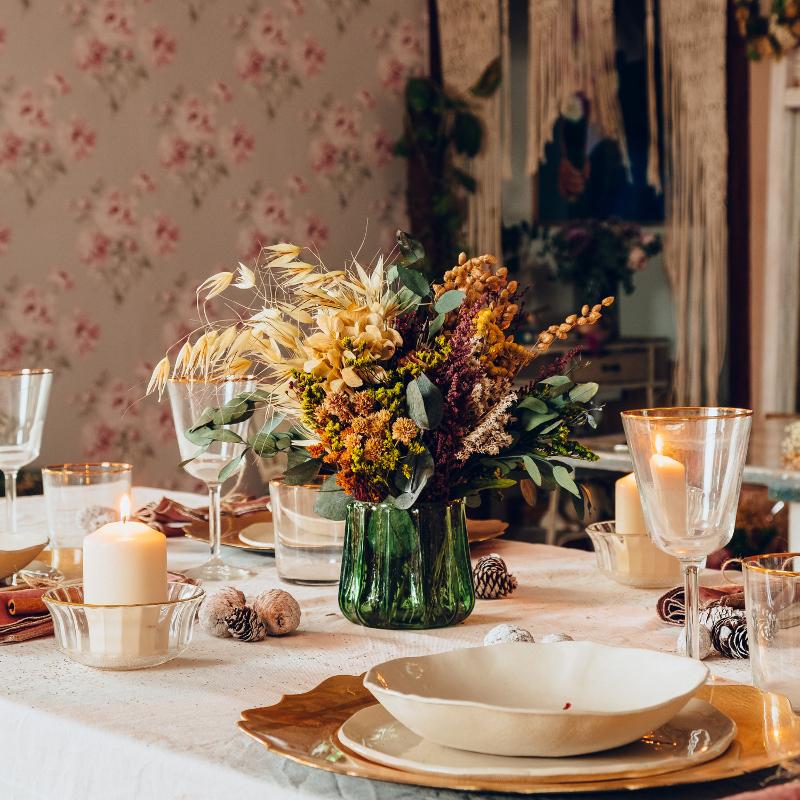 Centro de flores para la mesa de Navidad