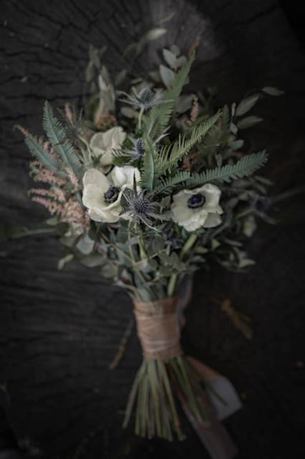 Alba y su ramo campestre de anemolas 2