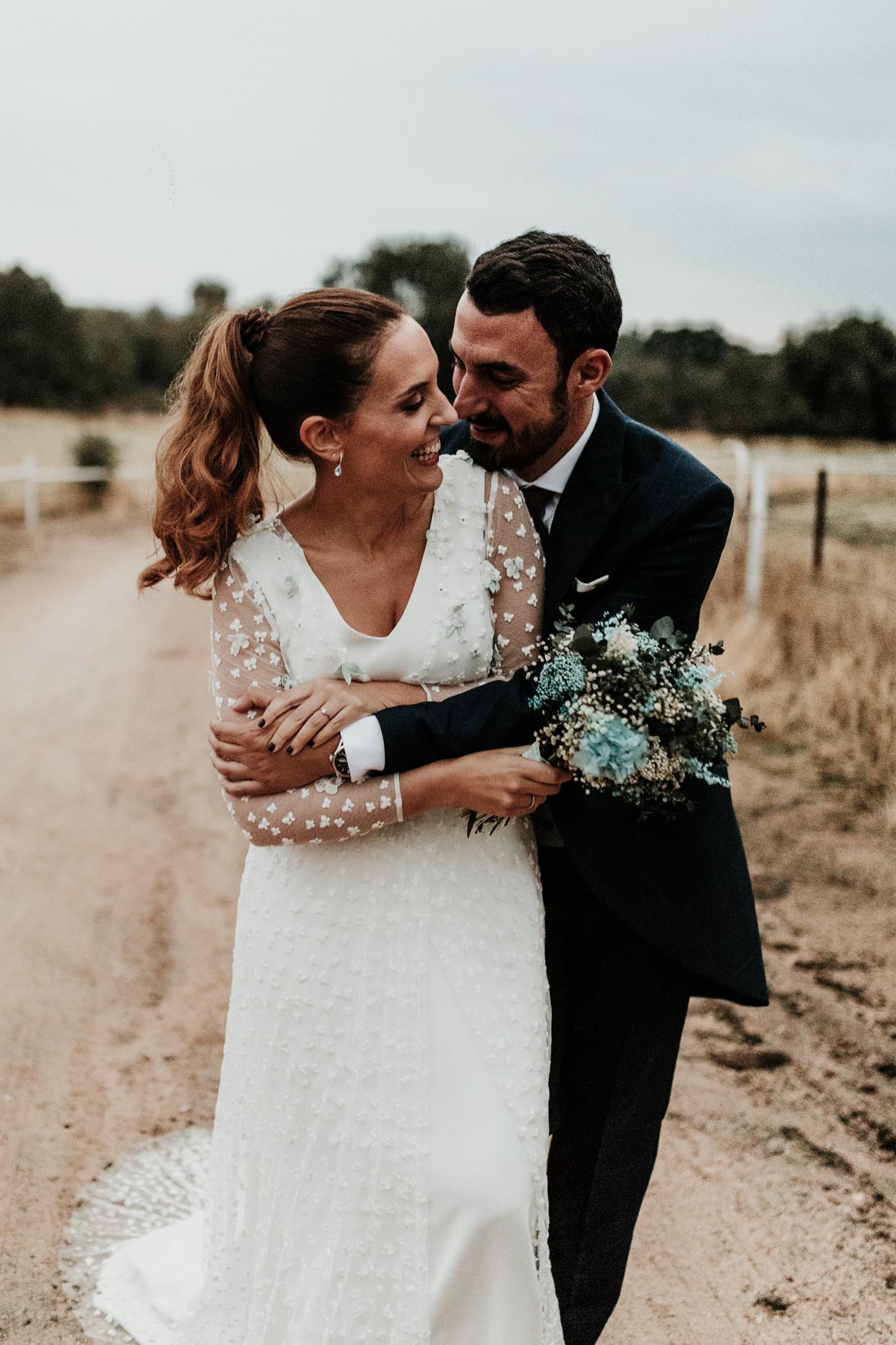 La novia del bouquet en tonos azules 6