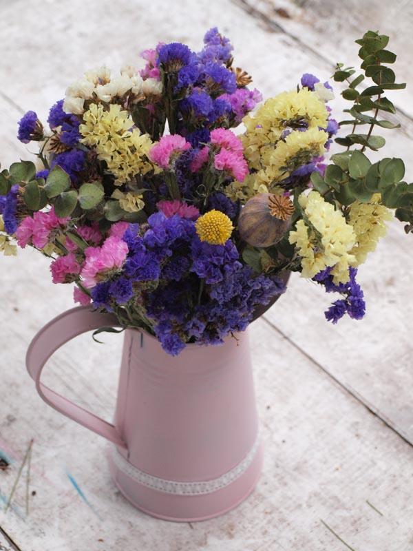Jarra De Siemprevivas Flores En El Columpio