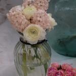 decoración floral jacintos y ranúnculos