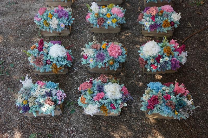 Centros de mesa para bodas con flores artificiales y secas for Como hacer adornos con plantas naturales