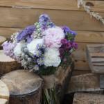 Ramo de novia tipo bouquet con claveles, achillea, aster, papaver y peonías.