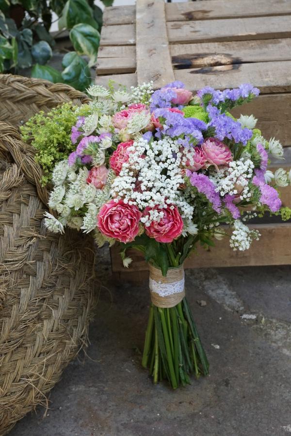 Ramo Con Rosas De Pitimini Siemprevivas Y Boton Verde Flores En