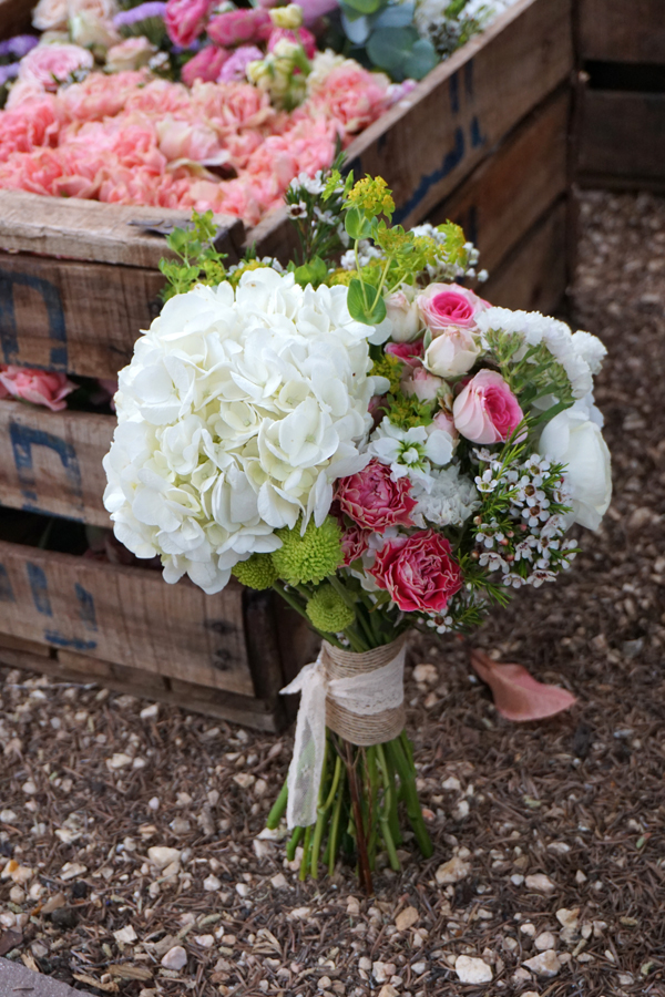 Ramo de novia con una hortensias blanca