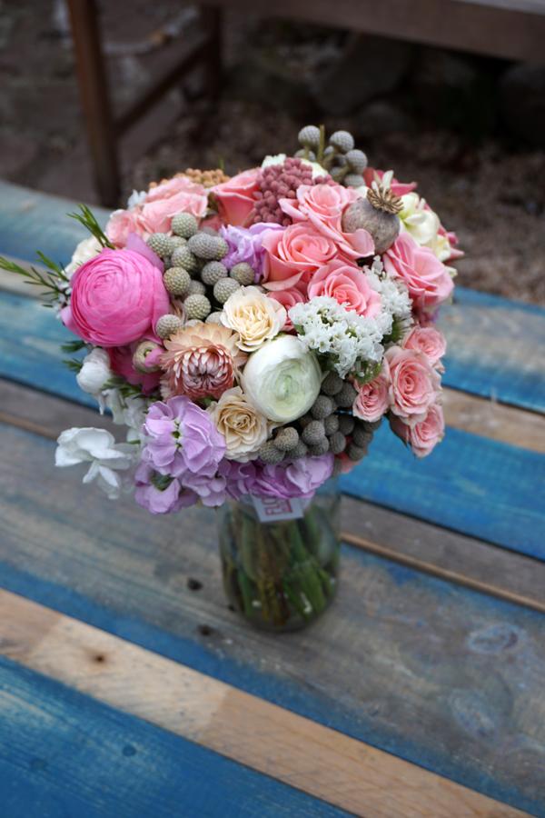 ramo de novia para ana flores en el columpio